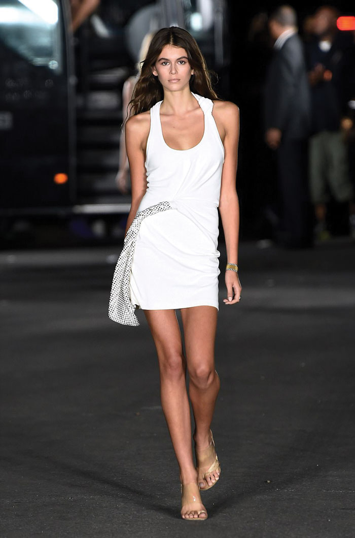 4419EBB100000578-4869244-What_a_stunner_The_newest_It_Girl_Kaia_Gerber_opened_the_outdoor-m-268_1505014904775
