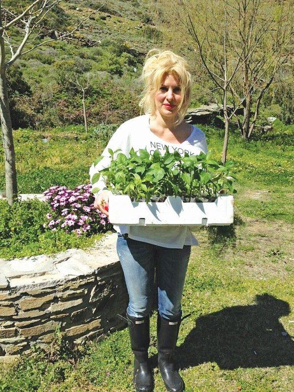 lifemagazinegr-eleni-menegaki-axla-paragwgi-viologika-agrotika (1)