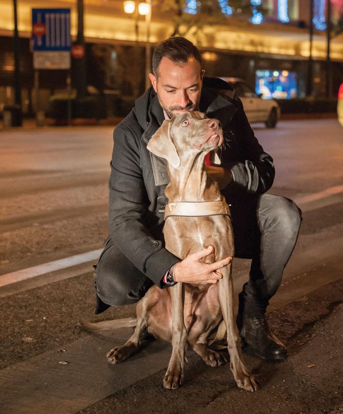 Καρανάσιος με σκύλο