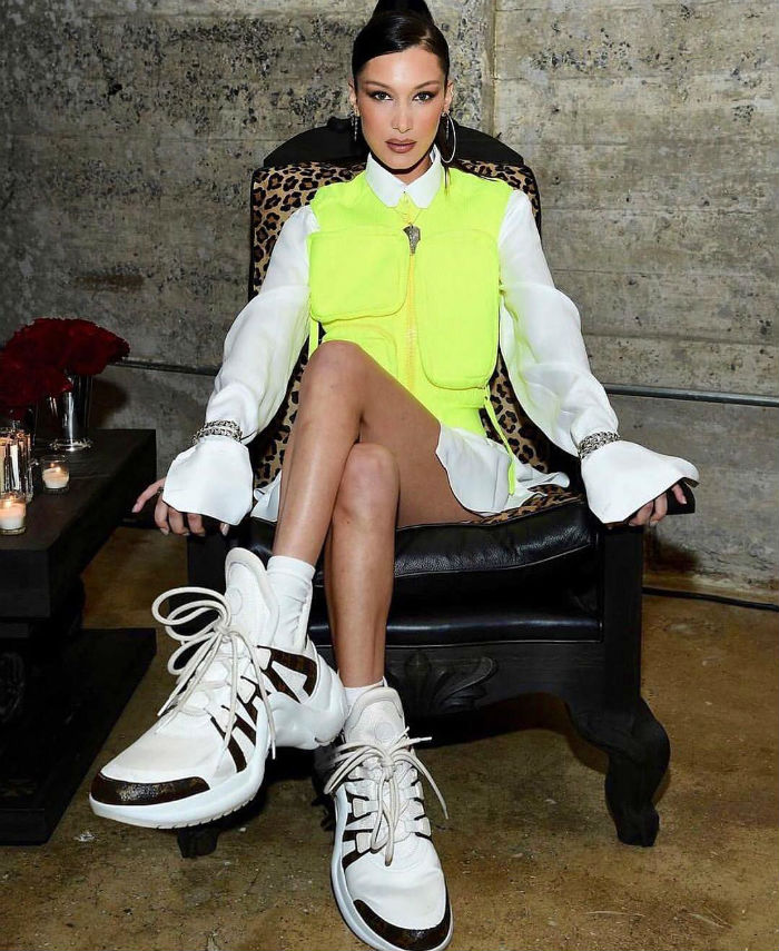 lifemagazinegr_trend_socialmedia_neon_instagram_kim kardashian_bella hadid_fashion1