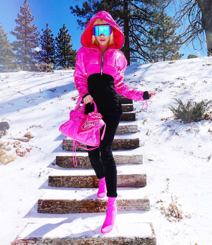 lifemagazinegr_trend_socialmedia_neon_instagram_kim kardashian_bella hadid_fashion5