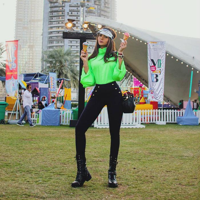 lifemagazinegr_trend_socialmedia_neon_instagram_kim kardashian_bella hadid_fashion6